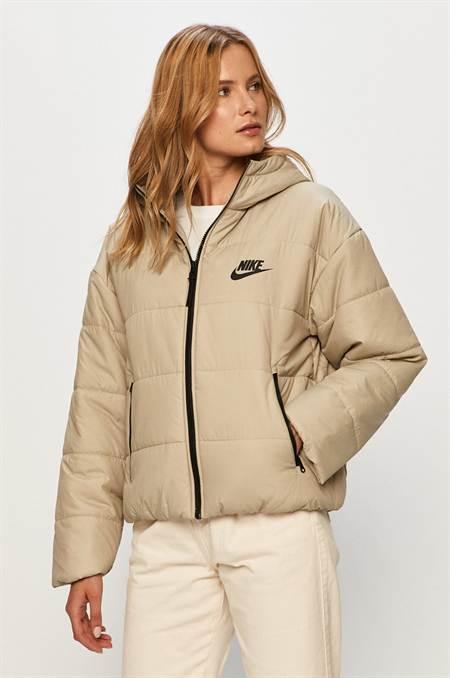 Nike Sportswear - Rövid kabát szín bézs